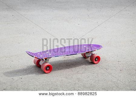 Small Size Modern Purple Plastic Skateboard