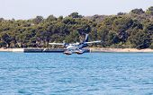 picture of hydroplanes  - seaplane landing - JPG