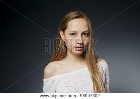 beautiful girl studio portait on dark background