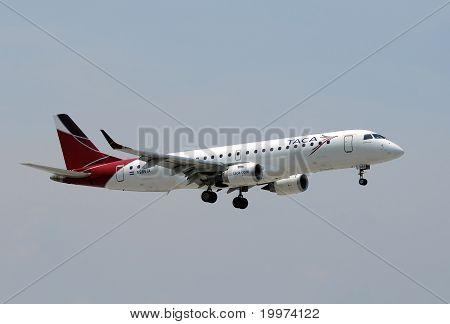 Taca Airlines Passenger Jet Landing