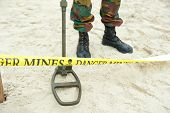 picture of landmines  - Looking for buried mines - JPG