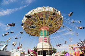 pic of carnival ride  - Swings at major midway  - JPG