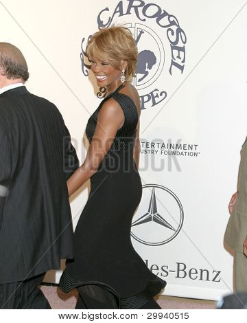 LOS ANGELES - OCT 26:  Whitney Houston arrives at the Carousel of Hope Ball at Beverly Hilton Hotel on October 26, 2006 in Beverly Hills, CA