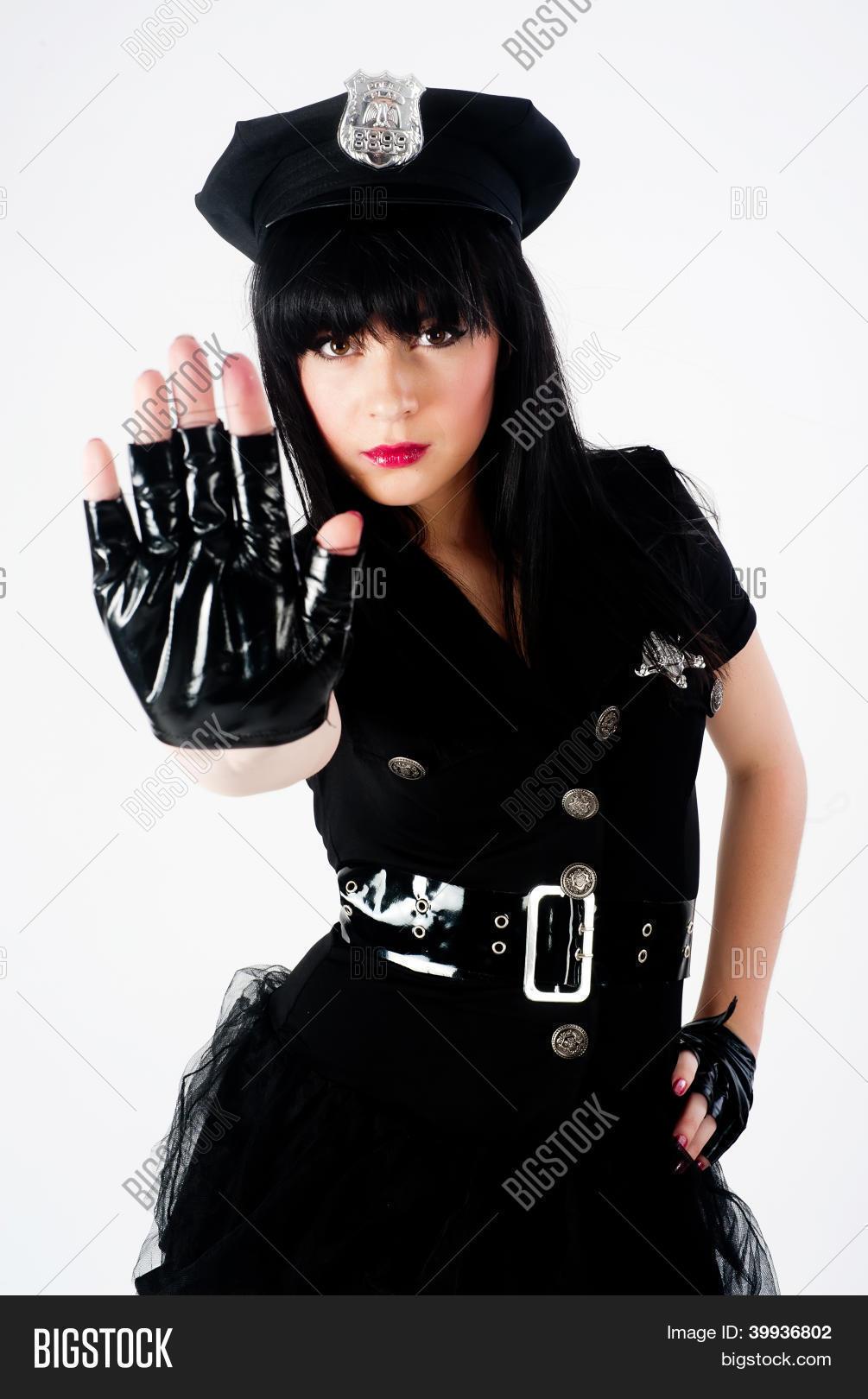 Фото молодых девочек в костюмах полиции 4 фотография