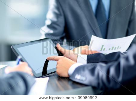 Geschäftsmann Betrieb digital tablet