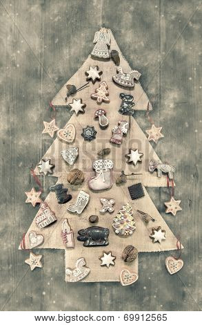 Christmas Decoration: Wooden Carved Tree Decorated With Gingerbread. Shabby Chic Style In Pastel Col