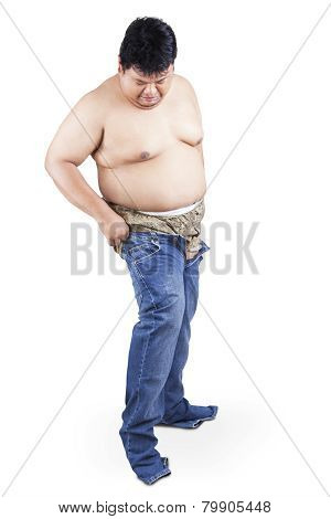 Man With Fat Body Try To Wear His Old Jeans