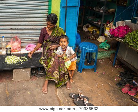 Thanjavour, India - February 14: An Unidentified Child And A Woman In Traditional Indian Attire Are