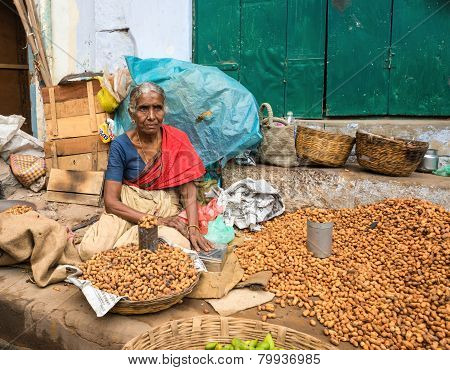 Thanjavour, India - February 14: An Unidentified Woman In Traditional Indian Attire Sells Peanuts. W