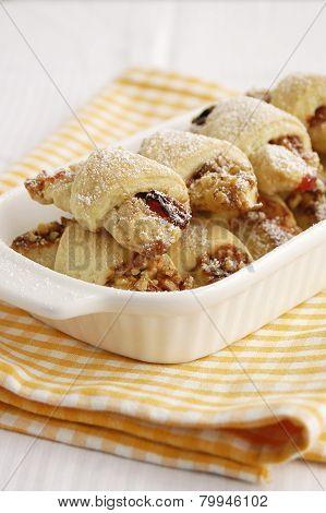 Raisin and nuts rugelah
