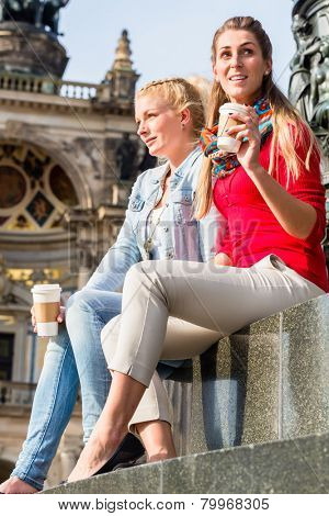 Women sitting in Dresden with coffee