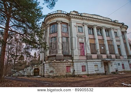 An Abandoned Old Mansion In Russia.an Abandoned Old Mansion In Russia.estate Demidovs In Thais