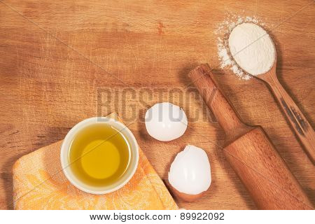 Homemade Baking. Kitchen Rolling Pin, A Spoon Flour, Shell Of The Egg, Sunflower Oil, Towel Chopping
