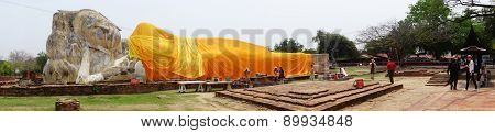Tourists Visit The Reclining Buddha Of Wat Lokaya Sutha