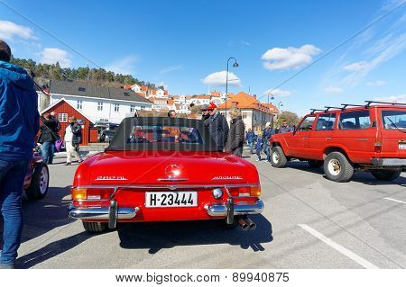 Mercedes 280 In Red