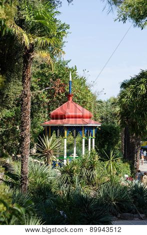 Arbour. Nikita Botanical Garden.
