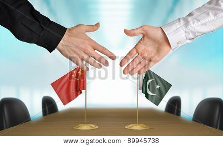 China and Pakistan diplomats agreeing on a deal