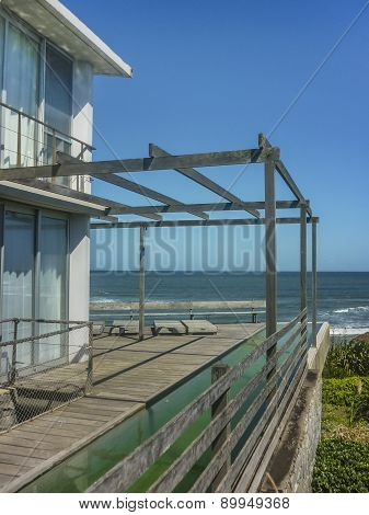 Rustic Style House In Front Of The Beach