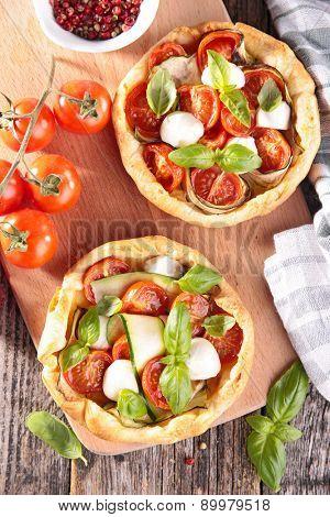 tomato quiche with zucchini and mozzarella