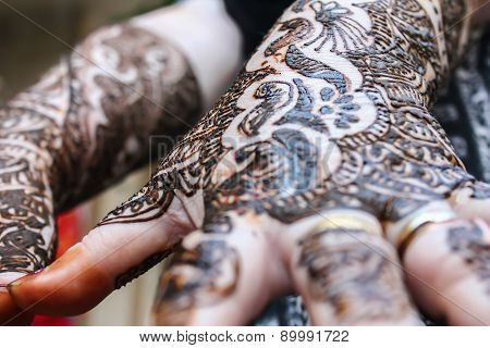 Designing Heena Is On Both Hands
