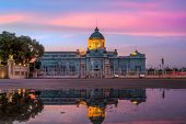 picture of throne  - The Ananta Samakhom Throne Hall is the first congress of Bangkok Thailand - JPG