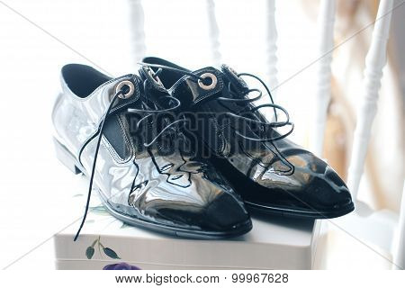 Elegant Shinny Shoes For The Groom