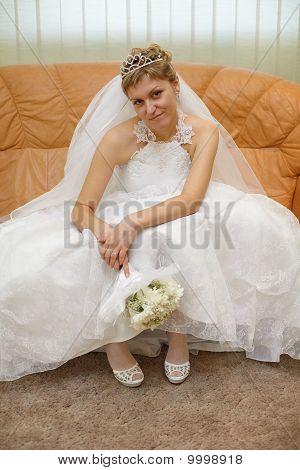 Braut sitzen auf Sofa warten Zeremonie