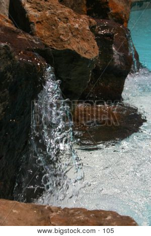 Cascada de la piscina 2